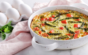 Crustless quiche with asparagus and peppers